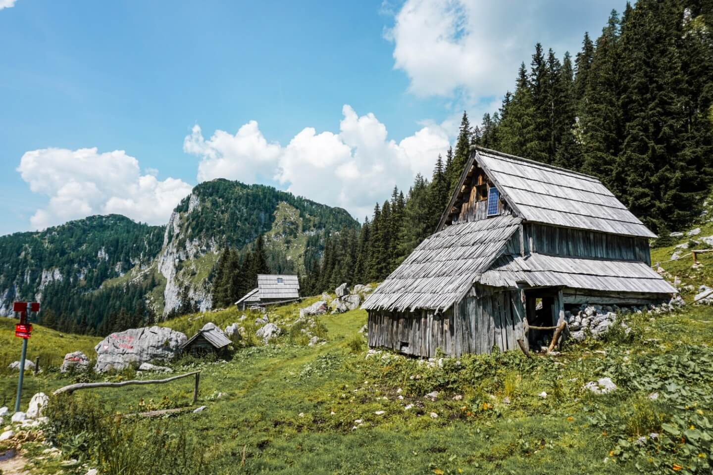 Bregarjevo zavetišče na planini Viševnik, Julian Alps, Triglav National Park | Moon & Honey Travel